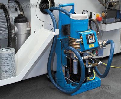 在机器运输前,油箱中的液压油都会被抽空.图片