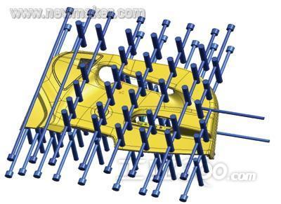 冷却水路(图3)采用直通和水塔式设计,水路直径设置为14mm,水塔为30mm