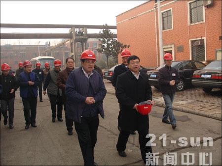 一拖董事长刘大功等领导慰问春节加班员工
